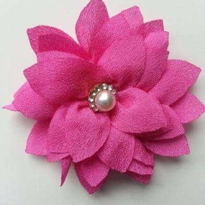 fleur en tissu centre perle et strass de 55mm rose fuchsia