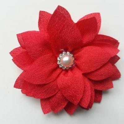 fleur en tissu centre perle et strass de 55mm rouge