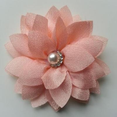 fleur en tissu centre perle et strass de 55mm peche clair