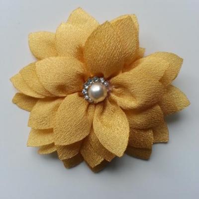 fleur en tissu centre perle et strass de 55mm jaune moutarde