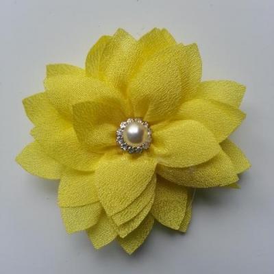 fleur en tissu centre perle et strass de 55mm jaune