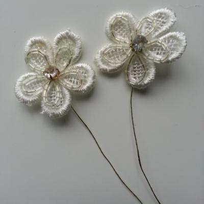 lot de 2 fleurs en dentelle ivoire sur tige 35mm