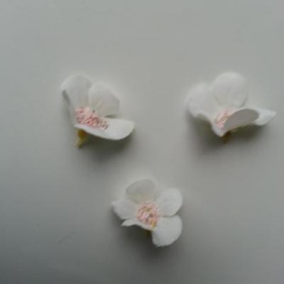 lot de 4 fleurs artificielles en tissu 25mm  blanc