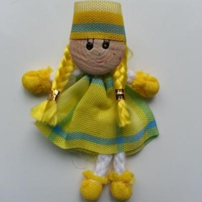 petite poupée tissu jaune et vert créole  50*70mm ideal pour creation de barrettes