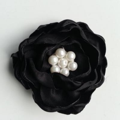 fleur satin de soie centre perle 55mm noir