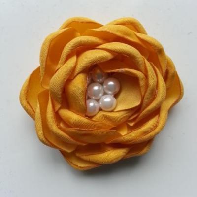 fleur satin de soie centre perle 55mm jaune moutarde