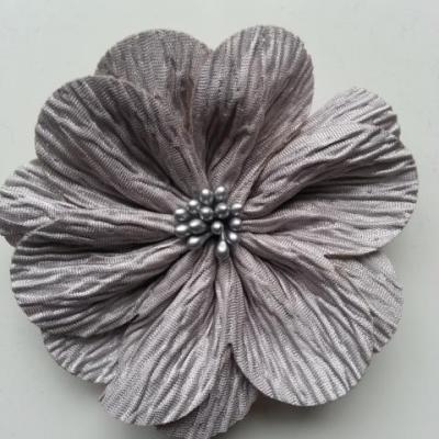 fleur tissu plissé et pistils 80mm gris
