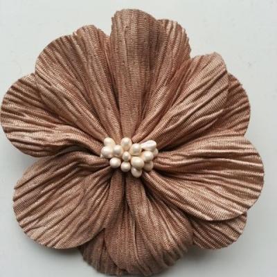 fleur tissu plissé et pistils 80mm marron clair