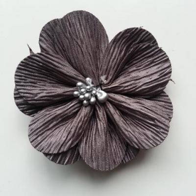 fleur tissu plissé et pistils 80mm gris foncé