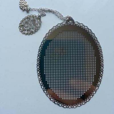 support ovale marque page à broder au point de croix en métal  argenté 6*8cm