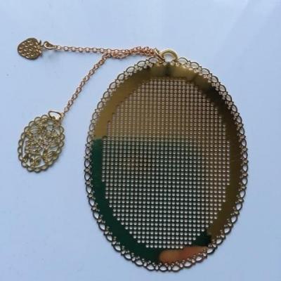 support ovale marque page à broder au point de croix en métal  doré, or  6*8cm