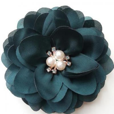grande fleur en satin de soie centre perle et strass 90mm vert foncé