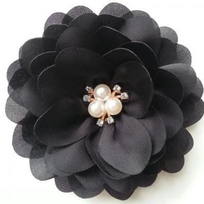 grande fleur en satin de soie centre perle et strass 90mm noir