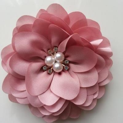 grande fleur en satin de soie centre perle et strass 90mm vieux rose pale
