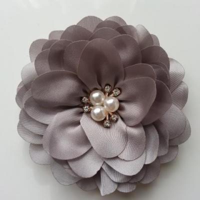 grande fleur en satin de soie centre perle et strass 90mm gris