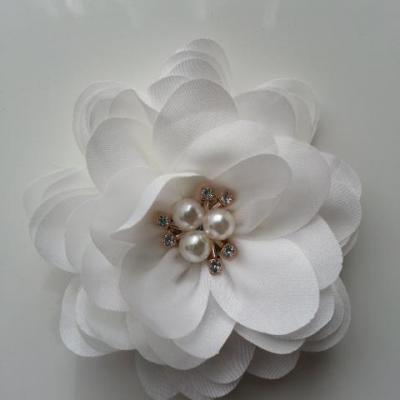 grande fleur en satin de soie centre perle et strass 90mm blanc