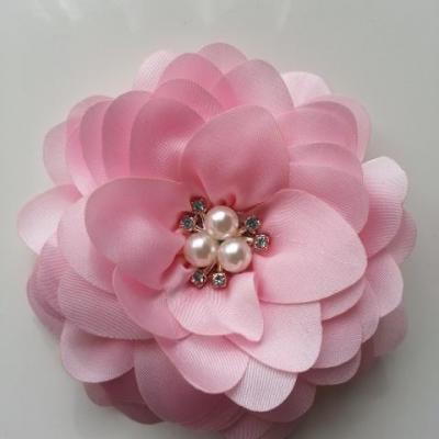grande fleur en satin de soie centre perle et strass 90mm rose pale