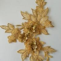 applique  en dentelle et fleur dorée  15*19cm
