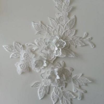 applique  en dentelle et fleur blanc  15*19cm