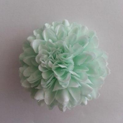 Fleur  pompon en tissu  vert pastel 50mm