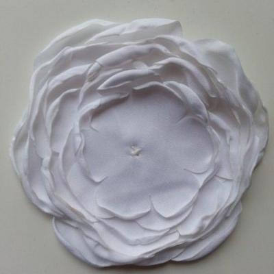 fleur en satin de soie blanche (9 couches) 10cm