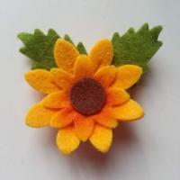 Fleur feutrine jaune et feuille verte 60mm