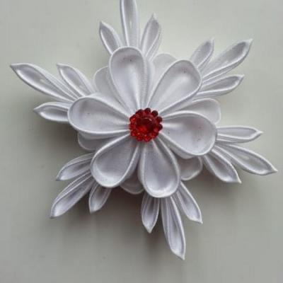 Grande fleur de satin blanche  10/11 cm