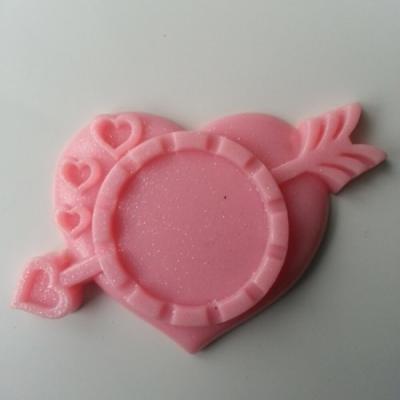 Support pour cabochon de 25mm  en résine  coeur flêche rose