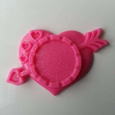 Support pour cabochon de 25mm  en résine  coeur flêche rose fuchsia