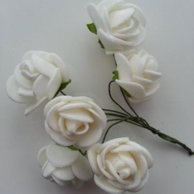 Lot de 6 roses  en mousse  2.5cm sur tige blanc