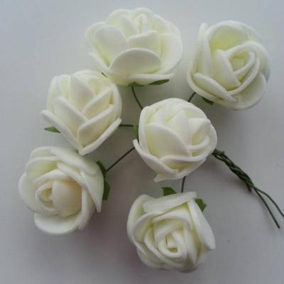 Lot de 6 roses  en mousse  2.5cm sur tige ivoire