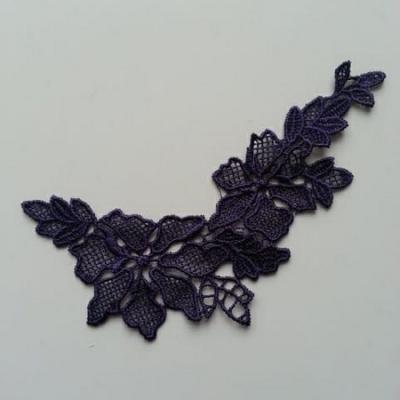 Applique dentelle  collier prune violet  12*7cm