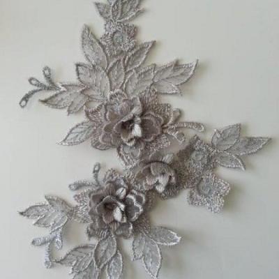 applique  en dentelle et fleur argentée  15*19cm