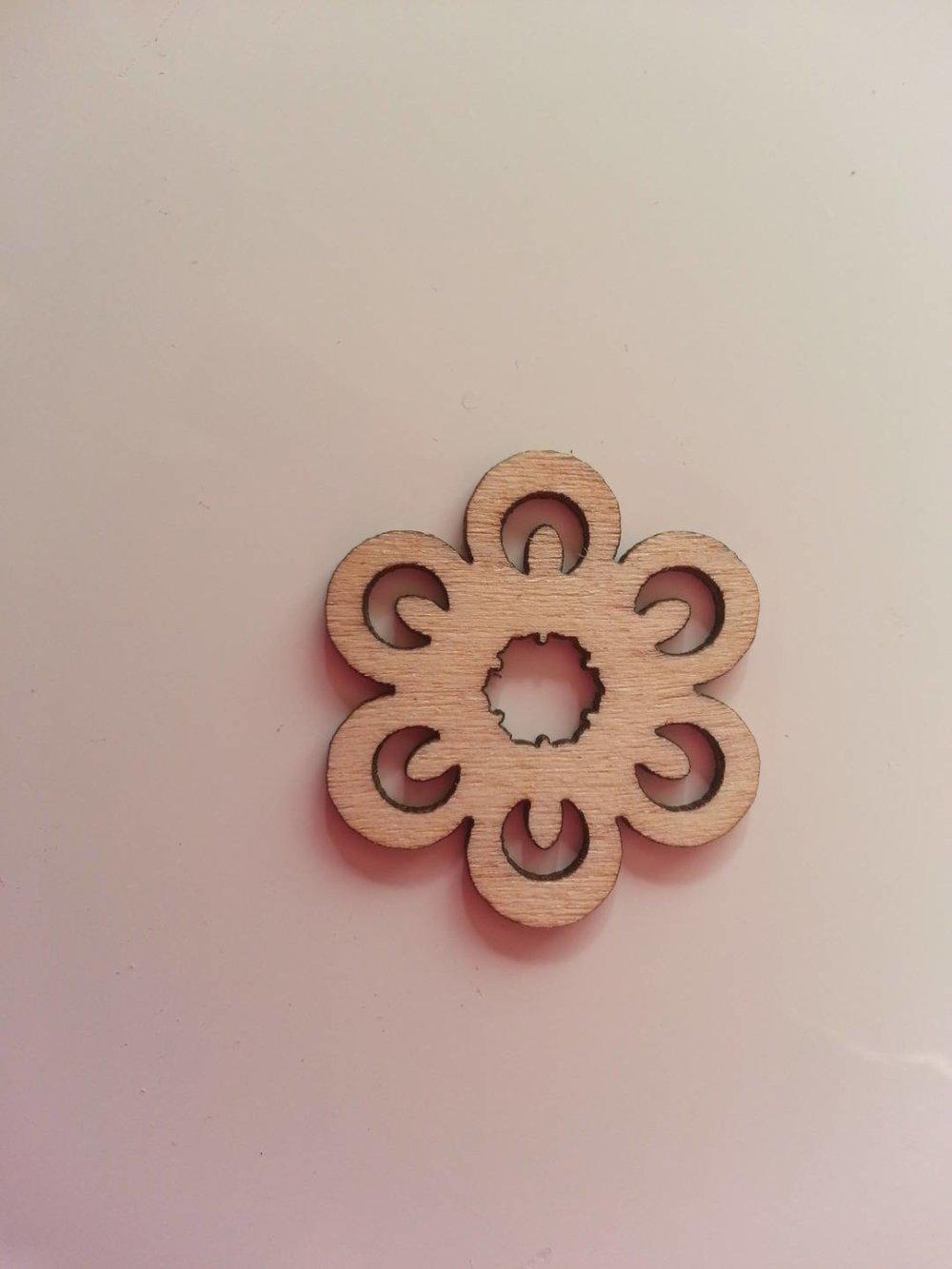 3502677 fleur en bois naturel 30mm 1