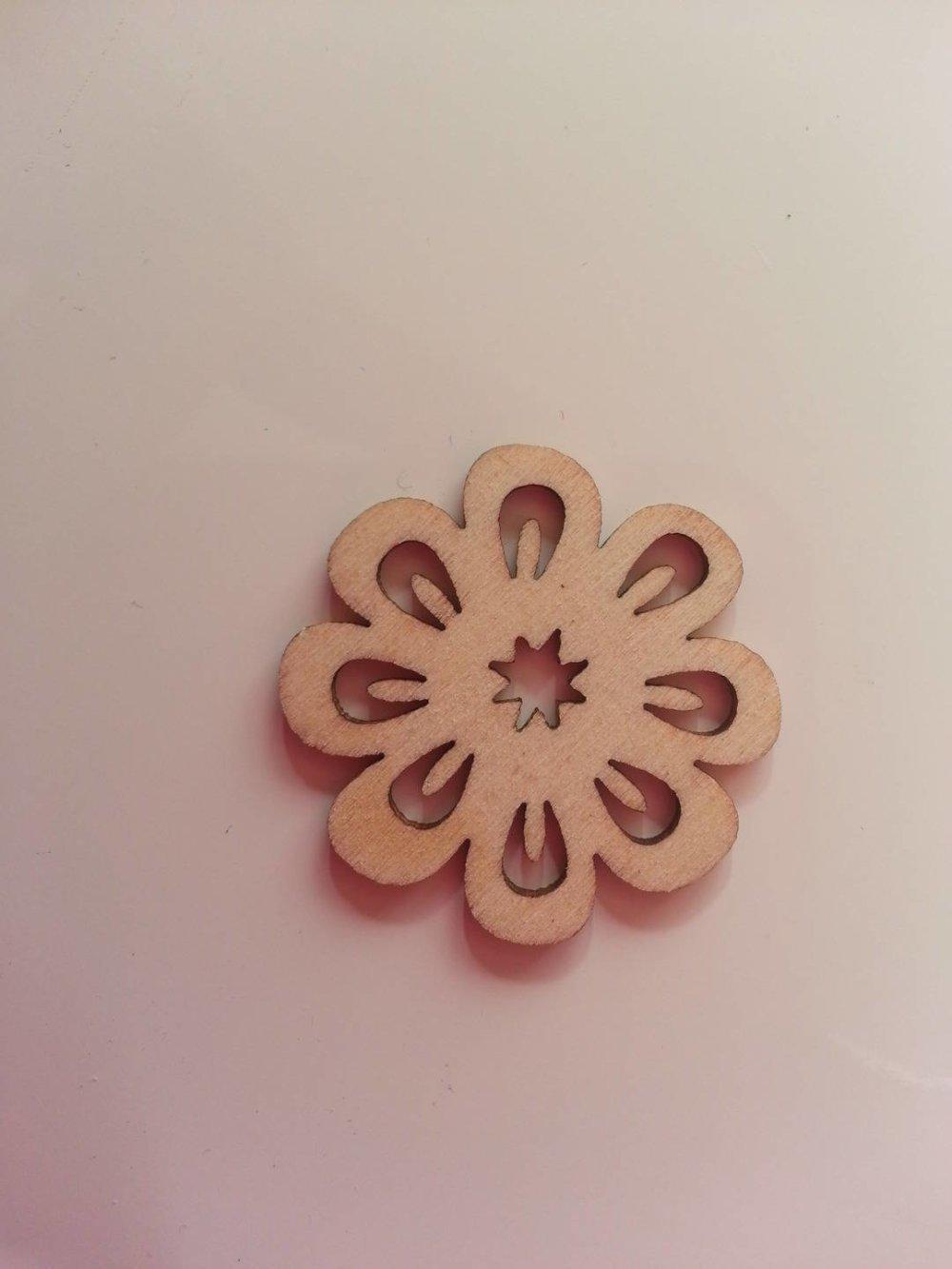 3502686 fleur en bois naturel 30mm 1