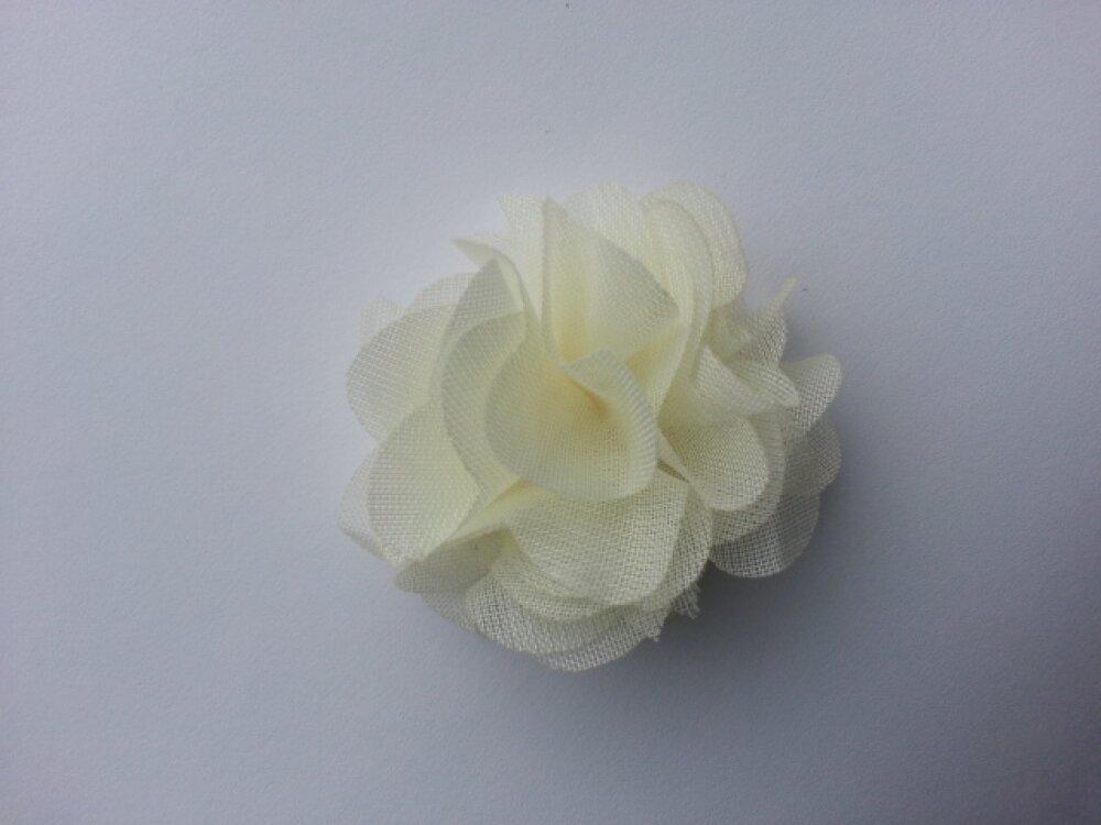 3586654 petite fleur en tissu ivoire 4cm 1