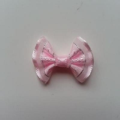 Petit noeud  de couleur rose et argenté    25*19mm