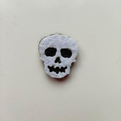 3931975 tete de mort halloween en feutrine blanc et noir 20 20mm 1