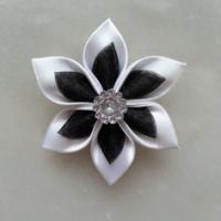 Fleur satin blanche et organza noir 5cm