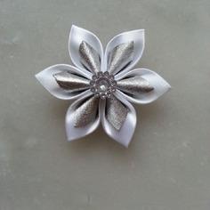 Autres accessoires bijoux 5 cm fleur de satin blanche ei orga 7658100 autres accessoi0bab 6c665 236x236
