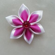 Fleur satin blanche et organza rose fuchsia 5cm