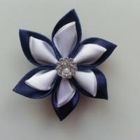 Fleur double en satin bleu marine et blanc   5cm