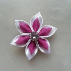 Fleur satin blanche et organza rose violacé 5cm
