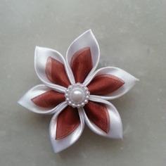 Fleur satin blanche et organza marron 5cm