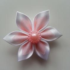 Fleur satin blanche et organza rose pâle 5cm
