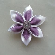 Fleur satin blanche et organza violine 5cm