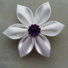 Fleur satin blanche 5cm
