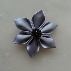 Fleur satin  5cm gris foncé