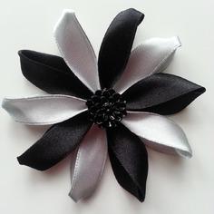 Deco 7 5 cm fleur de satin grise et noir 9265236 embellissementsf10f 775d9 236x236