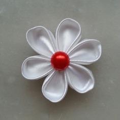 Deco fleur de satin blanche et rouge 5 c 8523708 supports penden5388 64288 236x236